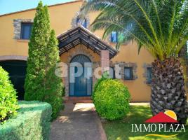 Houses (villa / tower), 1322.00 m², 4 bedrooms