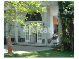 Houses (villa / tower), 833.00 m², near bus and train