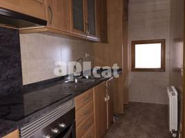 For rent flat, 89 m², near bus and train