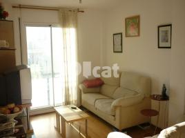 Flat, 70 m², near bus and train, almost new