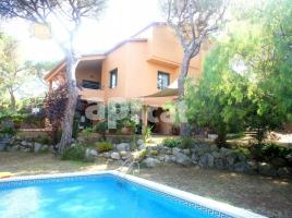 Houses (detached house), 425 m², almost new