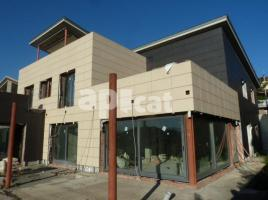 Houses (villa / tower), 334.61 m², new, Esquerda