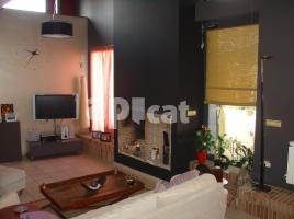 Houses (villa / tower), 310.00 m², near bus and train, almost new