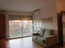 For rent flat, 80 m², near bus and train