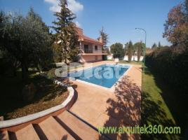 Houses (villa / tower), 942.00 m²