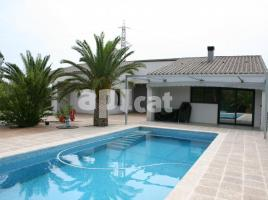 Houses (villa / tower), 329.00 m², near bus and train, almost new
