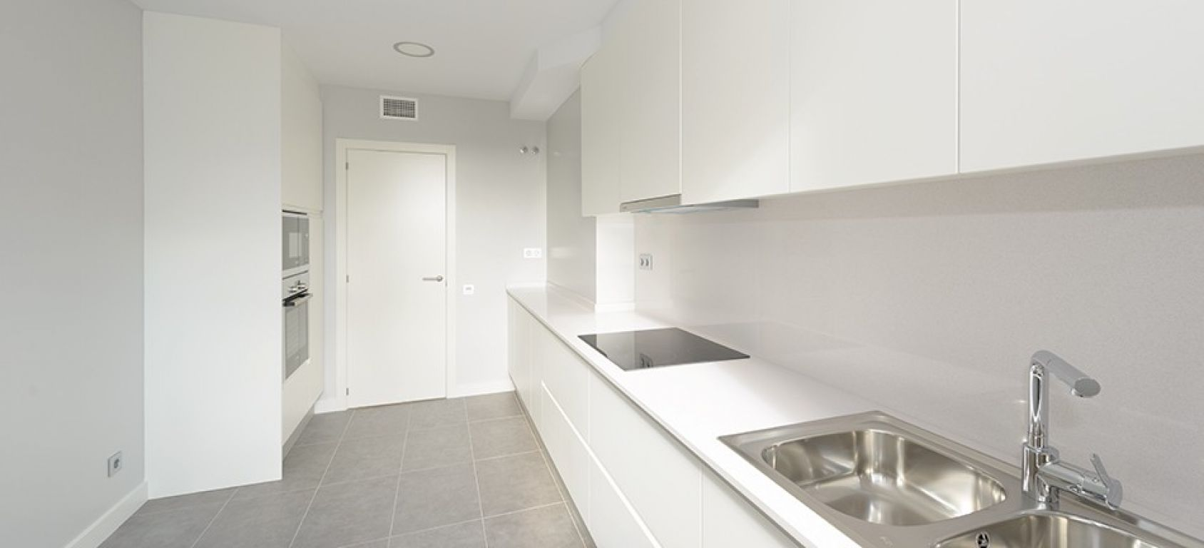 New home - Flat in, 106 m², close to bus and metro, new