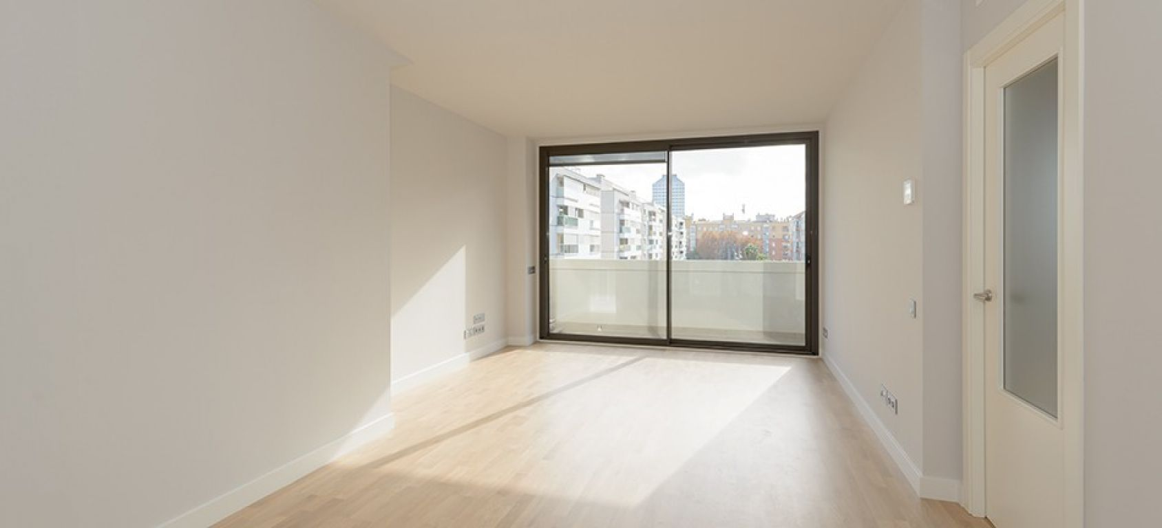 New home - Flat in, 105 m², near bus and train, new