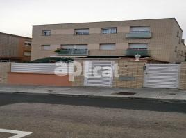 Flat, 56 m², near bus and train, almost new