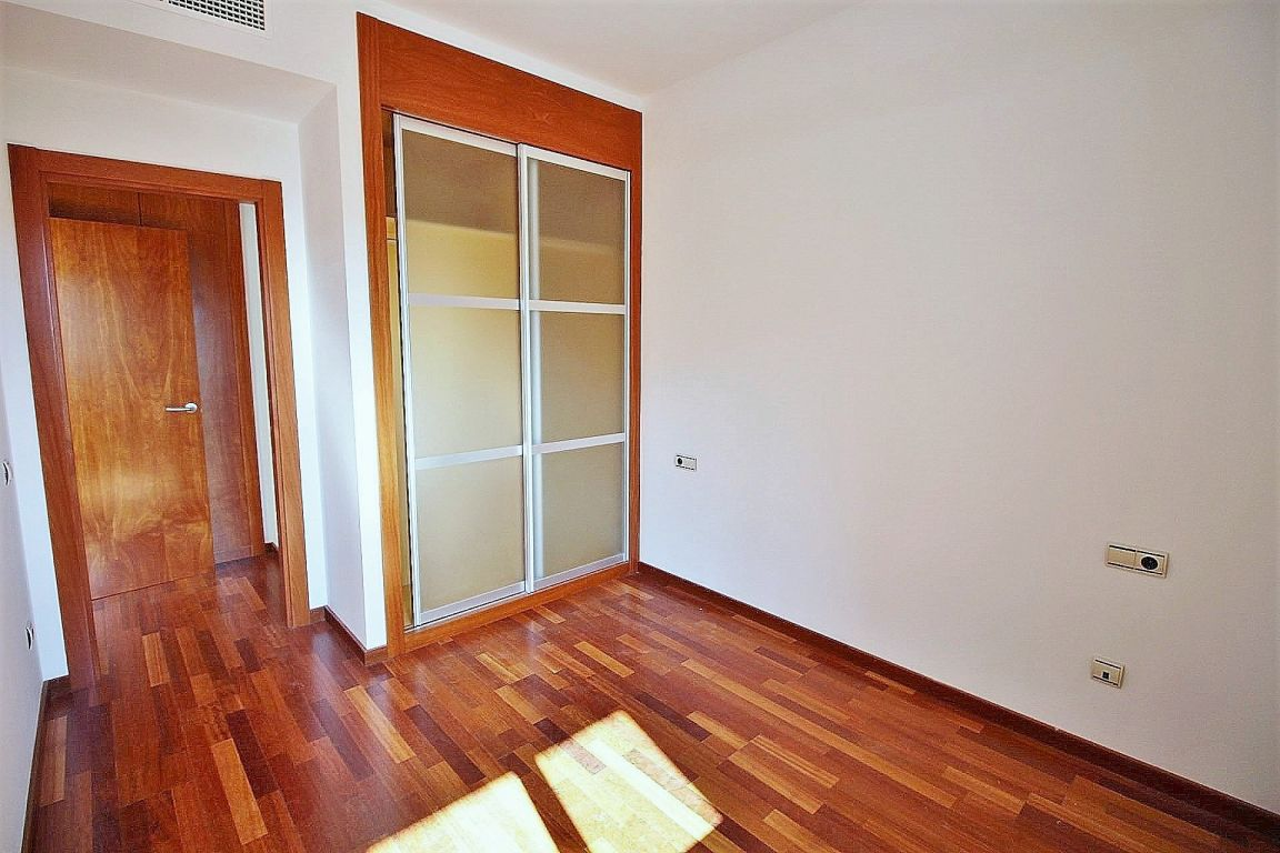 New home - Flat in, 51 m², close to bus and metro