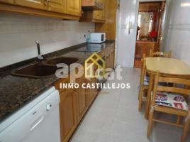 For rent flat, 100 m², near bus and train