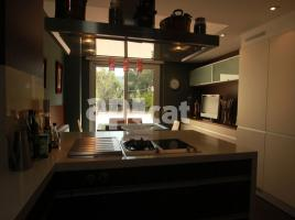Flat, 130 m², near bus and train, almost new