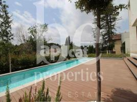 For rent Houses (detached house), 578.00 m², near bus and train