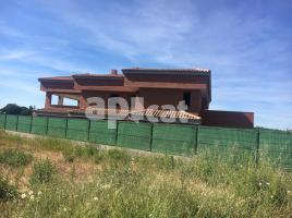 Houses (villa / tower), 725.00 m², near bus and train, almost new, Mestral