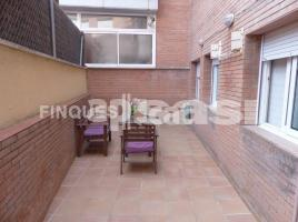 Flat, 85 m², near bus and train, almost new