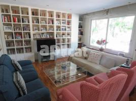 Flat, 190.00 m², near bus and train