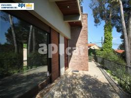 Houses (detached house), 214 m², near bus and train